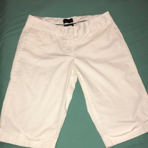THE LIMITED®️CLASSIC WHITE BERMUDA SHORTS DREW FIT